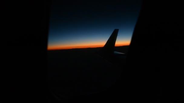 Pohled piloti v kokpitu letadla