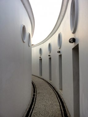 Curved walls 1
