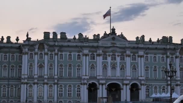 Rusko. Petrohrad červenec2021. Zimní palác fasáda za bílých nocí