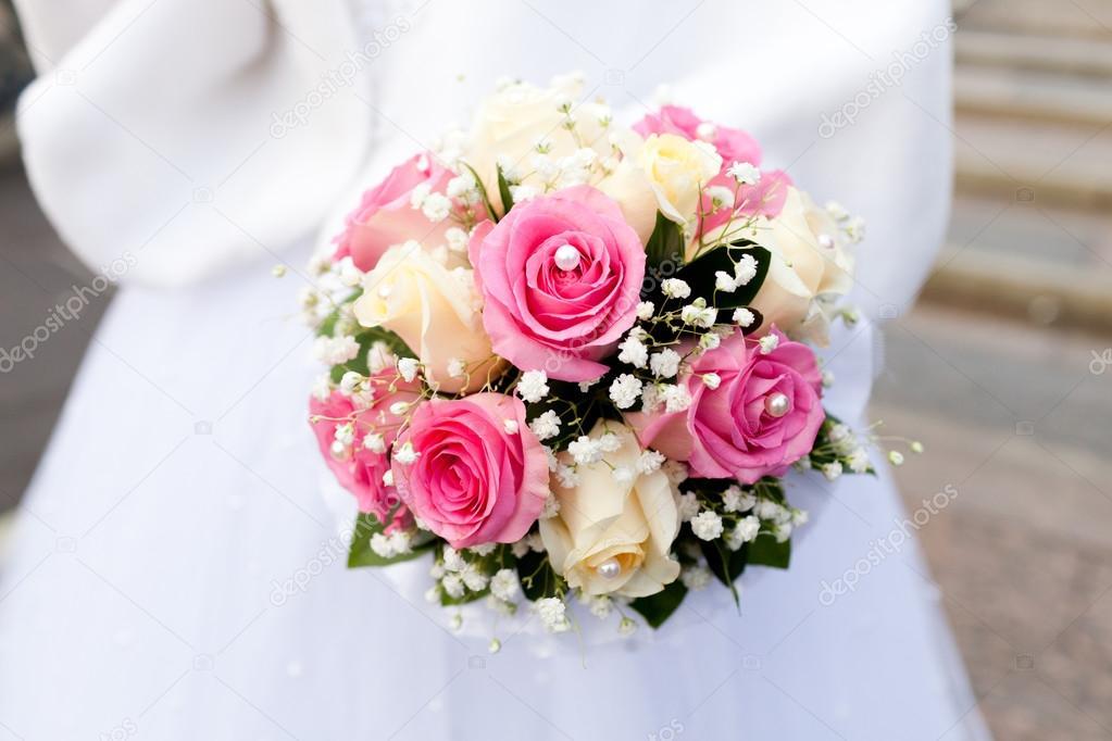 Braut Mit Hochzeitsstrauss Stockfoto C Angel648 Mail Ru 121888440