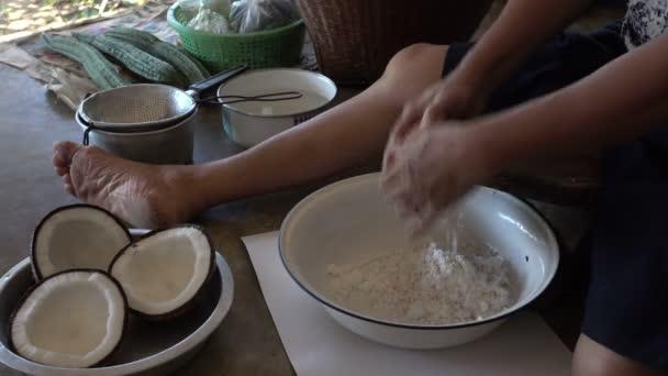 strouhaný kokos vařit dezerty
