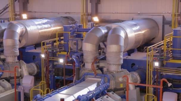 Plynová turbína v továrně na kolejnice