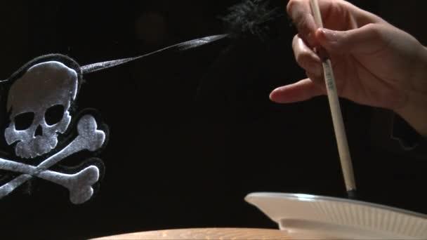 lány kezét festék textil bat halloween dekoráció a fényes fájdalom
