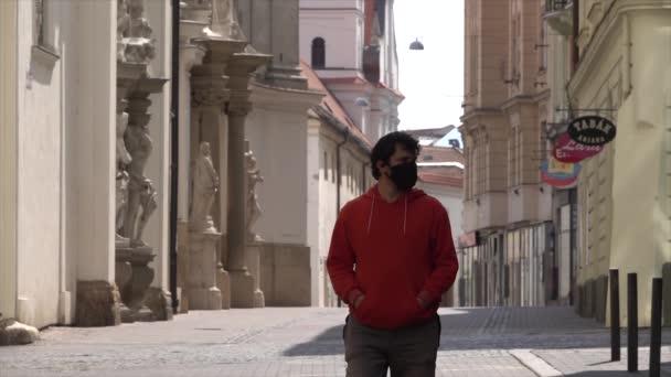 Muž procházející se po prázdném městě Brně. Covid-19 Pandemic Time