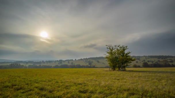 Časová prodleva krásné přírody v Bílých Karpat v České republice.