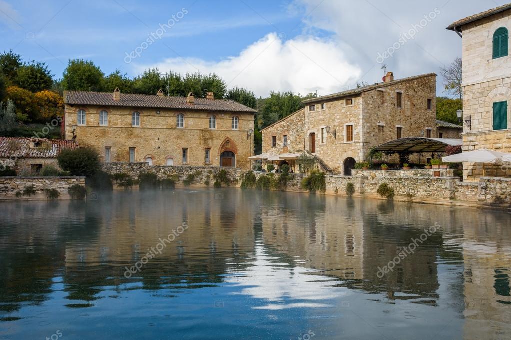 Bagno Vignoni, Tuscany — Stock Photo © vitormarigo #124286412