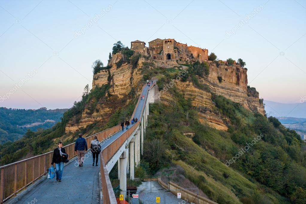 Civita di Bagnoregio, Lazio – Stock Editorial Photo © vitormarigo ...