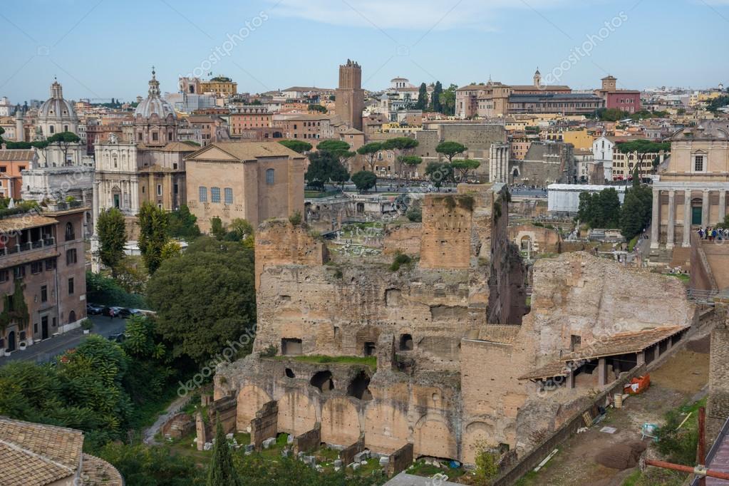 Forum Romano En Roma Antigua Fotos De Stock C Vitormarigo 124335162
