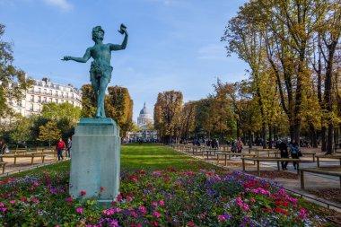 statue in Jardim de Luxemburgo in Paris