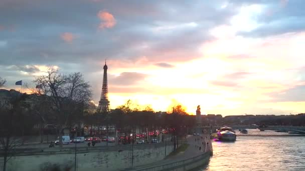 Paris city view with Eiffel Tower at sunset