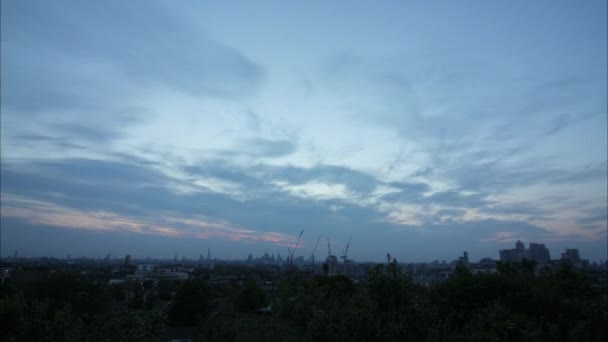 Časosběrné záběry londýnské Panorama při západu slunce, bude ze dne večer se světly budovy na