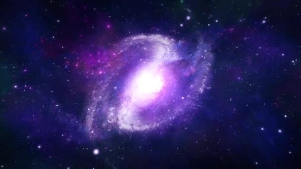 Létání do spirálové galaxie v kosmických hvězdách vznášejících se v pozadí vesmíru