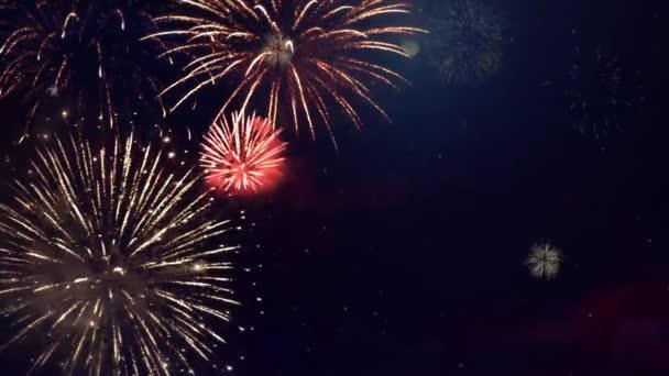 Krásný barevný Fireworks lesklý displej na pozadí noční smyčky. 4. července, festival, výročí,