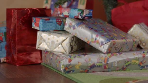 Nový rok dárky pod stromeček nový rok