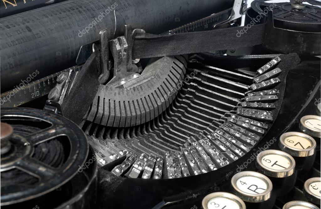 que suis -je  ajonc  - 27 mai bravo Martine Depositphotos_124416708-stock-photo-antique-typewriter-close-up-photo