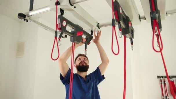Manual therapy preparation of device for treatment procedure, clinging hooks