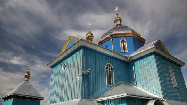 Starověký dřevěný ortodoxní kostel transformace v obci Ukrajina. Temple