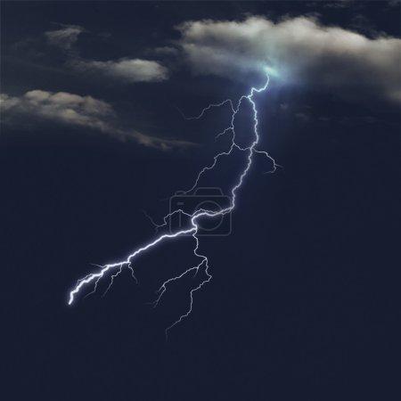 Foto de Cielos tormentosos en el noche, Resumen fondo natural - Imagen libre de derechos