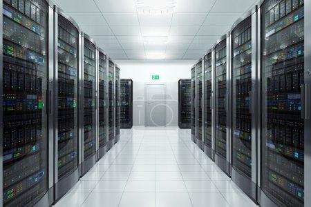 Photo pour Concept informatique moderne de réseau et de technologie des télécommunications : salle de serveurs dans un centre de données - image libre de droit