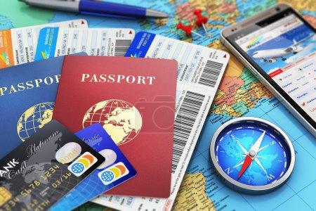 Photo pour Concept abstrait création d'entreprise de voyages et tourisme : billets d'avion ou de carte d'embarquement, de passeports, de smartphone à écran tactile avec des billets d'avion en ligne réservation ou demande de réservation internet, compas magnétique, cartes de crédit et stylo sur monde géographique - image libre de droit
