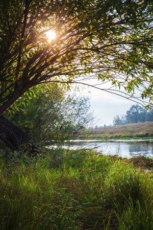Photo pour Étang dans la campagne à l'automne au coucher du soleil - image libre de droit