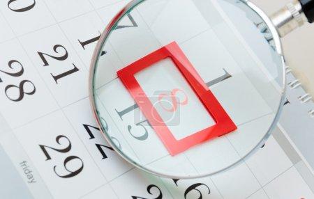 Photo pour Page du calendrier avec la date marquée de la Journée internationale de la femme - image libre de droit