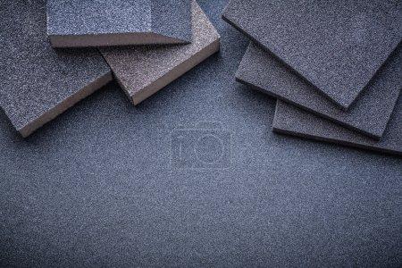 Photo pour Éponges abrasives sur affichage horizontal feuille de polissage - image libre de droit