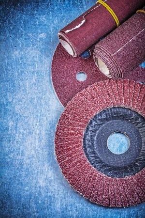 Abrasive wheel, grinding disc and sandpapers