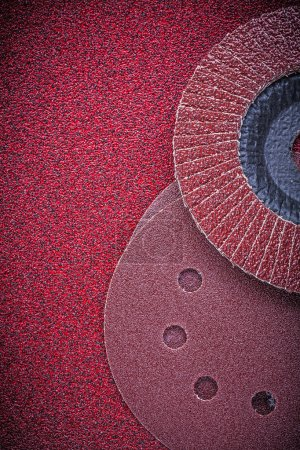 Flap grinding wheels and sanding discs