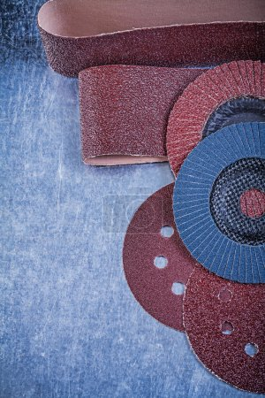 Sandpaper abrasive discs and grinding wheels