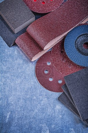 Set of abrasive materials