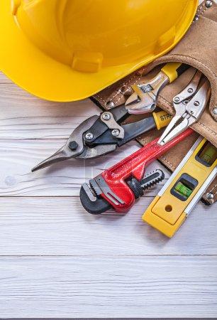 Zusammensetzung der Bauwerkzeuge in Leder Werkzeuggürtel eingebaut