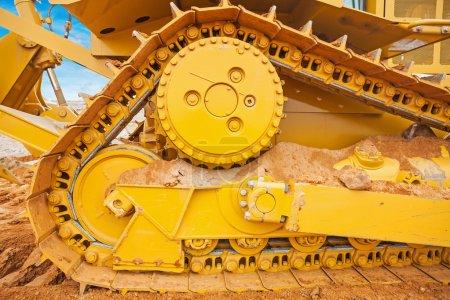 Photo pour Partie du concept de construction de voie de bulldozer - image libre de droit