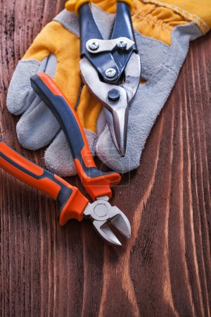 Nippers, cutting pliers with  glove