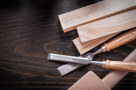 Lump hammer, chisels and wooden bricks