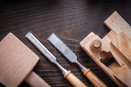 Lump, hammer, planer, flat chisels