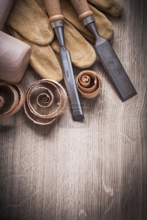 Wooden mallet, chisels, leather gloves