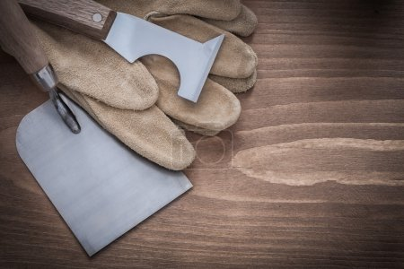 Surfacer bricklaying trowel and leather gloves