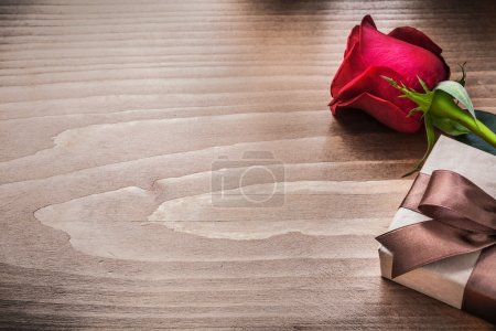 Present box and scented rose