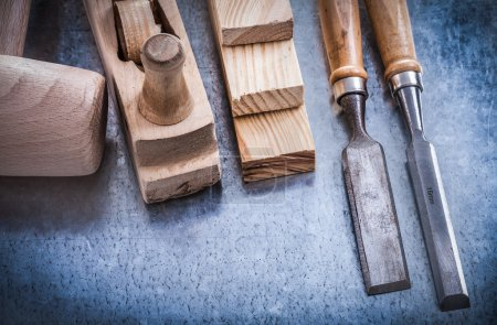 Wooden planer hammer bricks