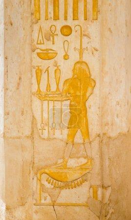 Photo pour Images de couleur antiques Egypte et hiéroglyphes sur mur - image libre de droit