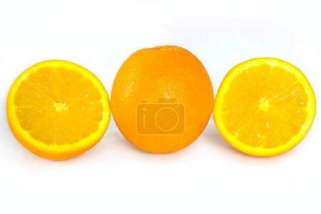 Foto de Frutas naranjas aisladas en blanco - Imagen libre de derechos