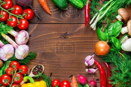 Foto de Frame of different vegetables and mushrooms - Imagen libre de derechos