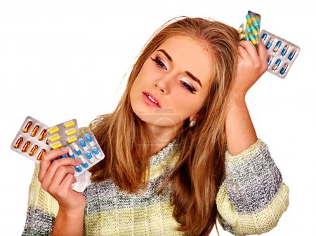 Photo pour Portrait de fille avec des maux de tête tenant comprimés. Isolé - image libre de droit