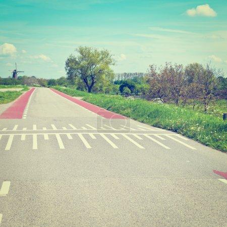 Photo pour Marquage routier pour les cyclistes sur la route en Hollande, Instagram Effet - image libre de droit
