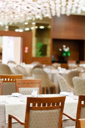 Photo pour Intérieur du restaurant. servi à table - image libre de droit