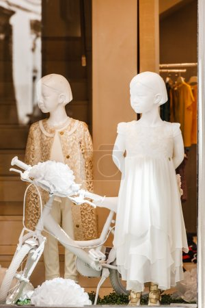 Window store with mannequins