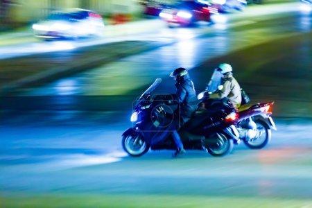 Photo pour Nuit rue floue italienne - image libre de droit
