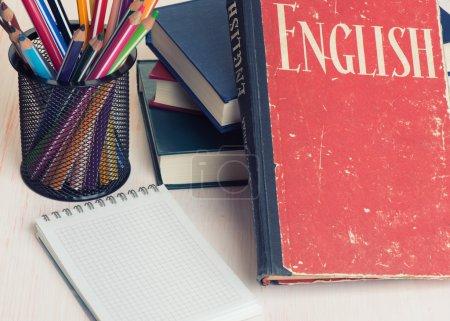 Photo pour Découvrez le concept anglais. Fournitures de livre et de l'éducation - image libre de droit