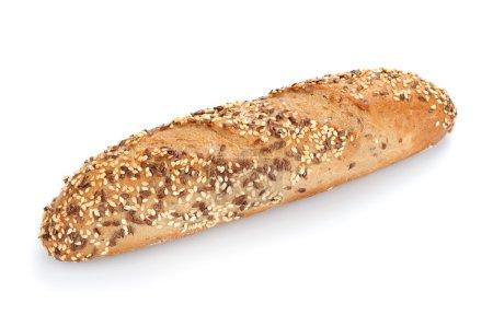 Photo pour Pain multigrains fraîchement cuit et blé isolé sur blanc - image libre de droit